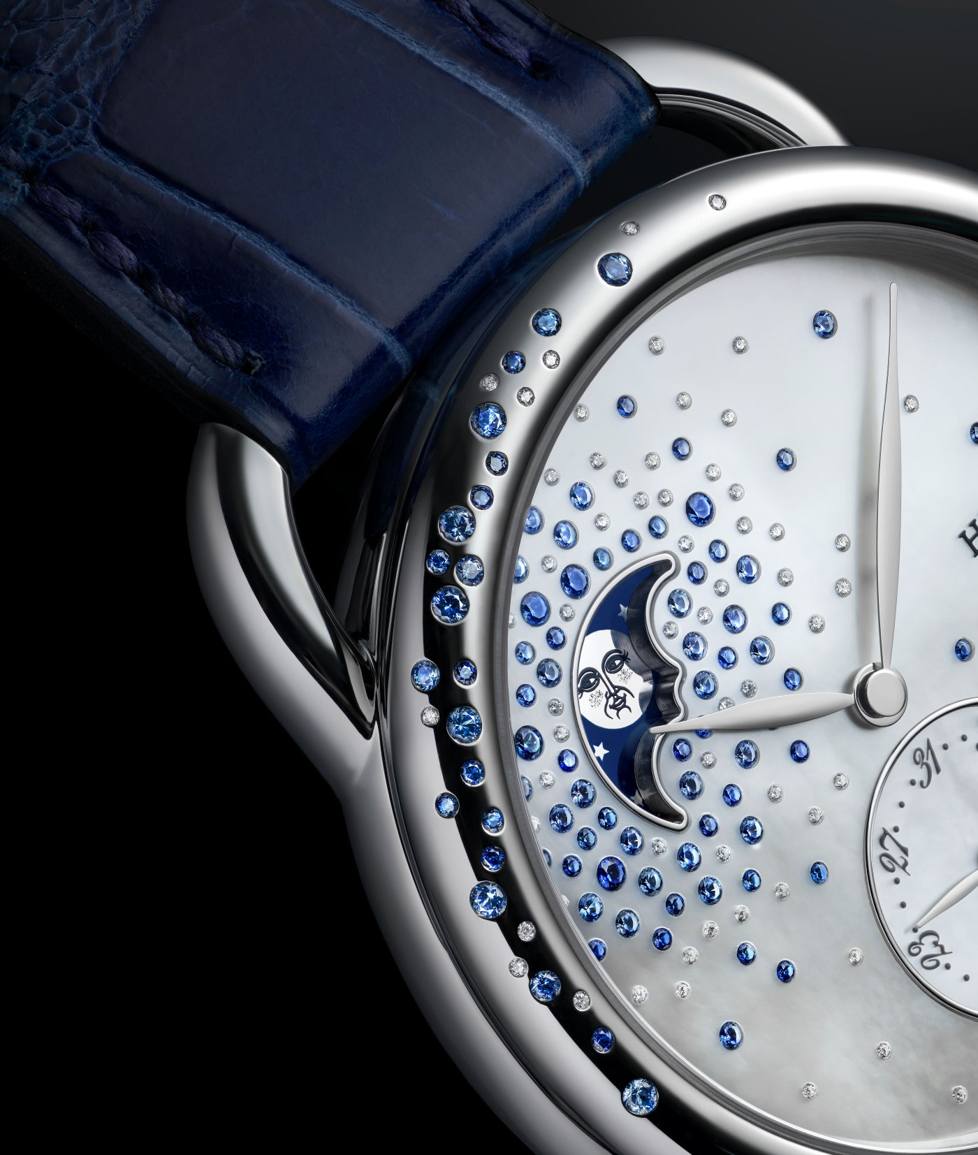 Hermes_arceau_petite_lune_jete_de_diamants_et_saphirs_close_-_europa_star_watch_magazine_2020