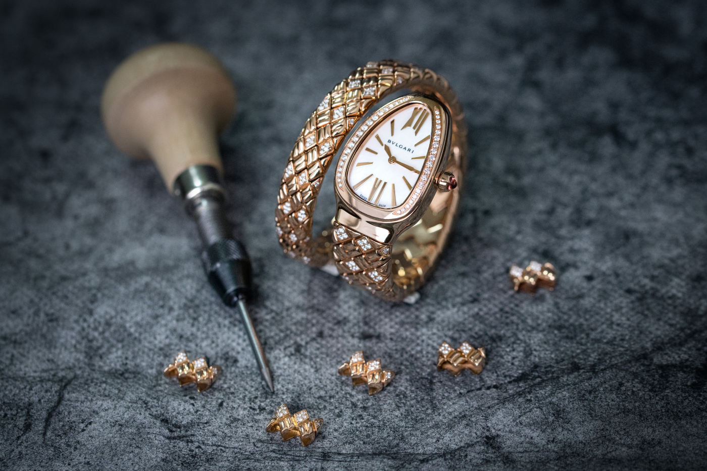 bulgari_serpenti_spiga_gold_making_-_europa_star_watch_magazine_2021